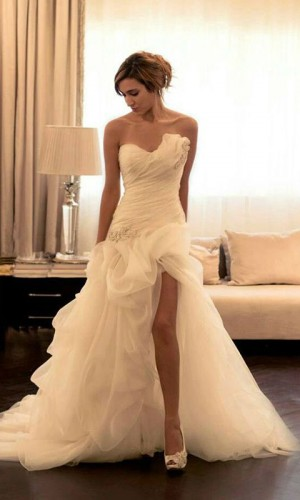 Sexy-High-Low-Wedding-Dresses-2015-Strapless-Beaded-Appliques-Garden-Wedding-Gowns-Split-Side-Court-Train